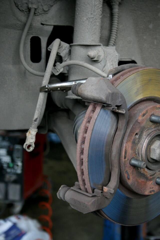 Ремонт передних суппортов мицубиси лансер 9 своими руками